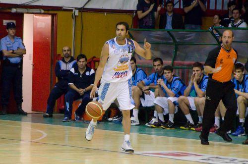 Paolo Quinteros fue la figura del partido.